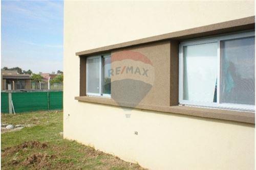 venta casa en pilar del este