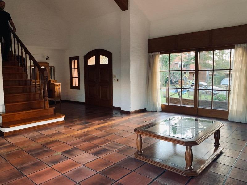 venta  casa en pinares 3 dormitorios mas servicio-ref:37177