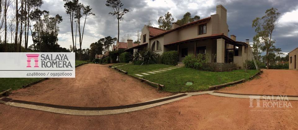 venta casa en pinares, playa mansa, barrio privado, 2 dormitorios