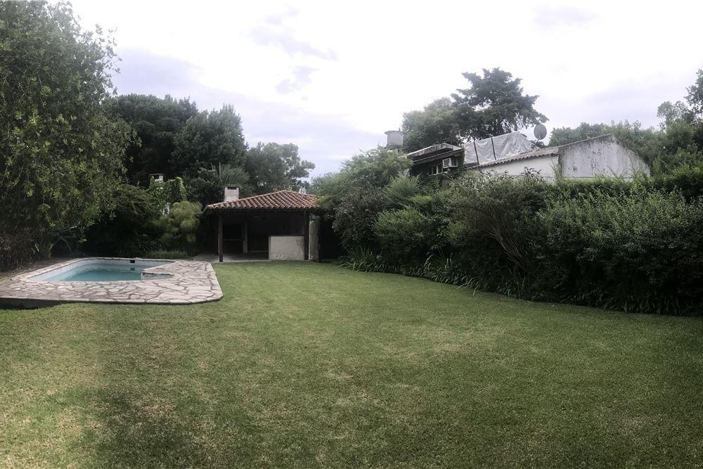 venta casa en una planta, con parque y piscina!