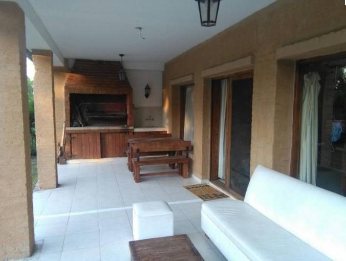 venta. casa estilo clásico en barrio escriturable. lote de 900 mts.  santa catalina - tigre