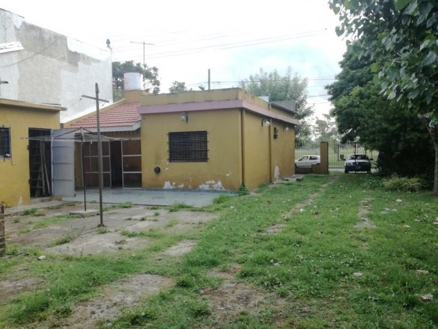 venta casa frente a parque llavallol