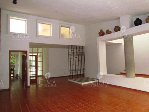 venta casa iluminada y amplios jardines en cuernavaca - v15