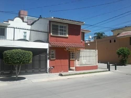 venta casa leon preciosa esquina 4 rec. extraordinaria ubicación