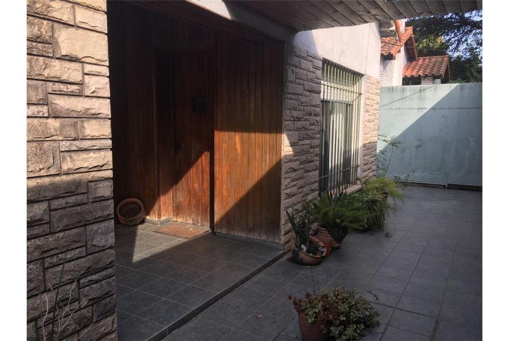 venta casa lote 888m2 f.varela c/consultorios