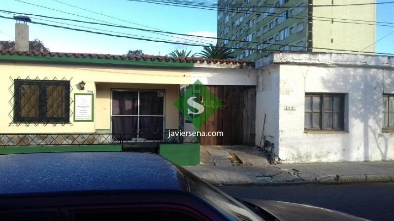 venta casa maldonado centro, 2 dormitorios, para vivienda o comercio, se permuta.- ref: 166421