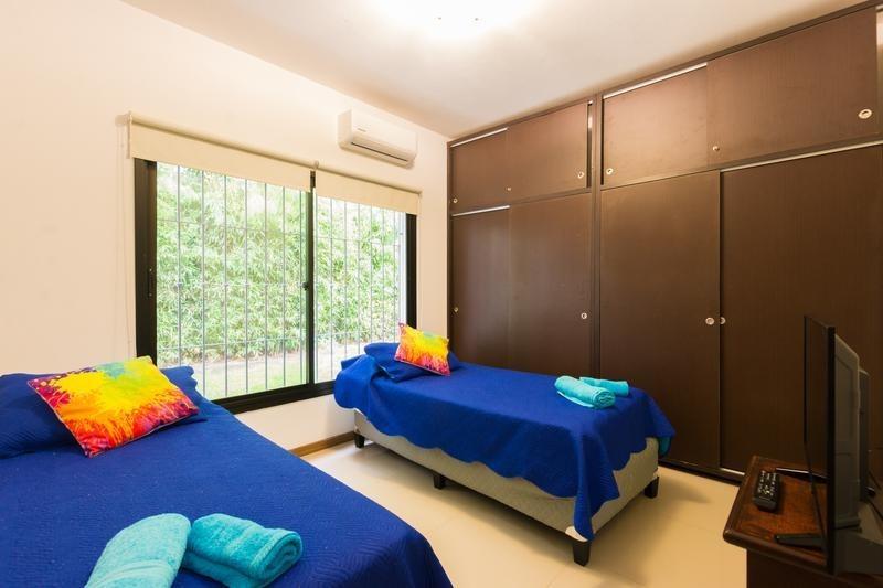 venta casa moderna con piscina 3 dormitorios más dependencia cantegril punta del este