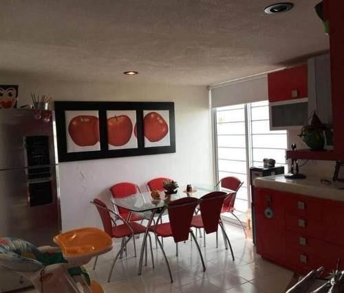 venta  casa muy amplia 2 niveles c/ jardín excedente