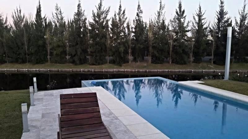 venta casa nordelta. los lagos. 7 ambientes a la laguna