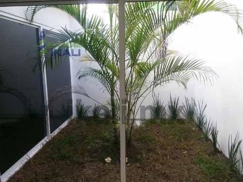 venta casa nueva tuxpan veracruz, se encuentra ubicada en el callejón emiliano zapata en la colonia centro, completamente nueva, una planta (piso) cuenta con sala, comedor, cocina, 2 recamaras climat