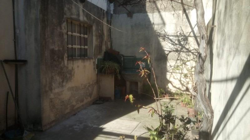 venta - casa - ph - 3 ambientes - caseros - patio - garage - apto crédito