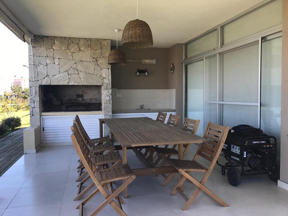 venta casa piscina costa esmeralda  barrio cerrado ref 0194