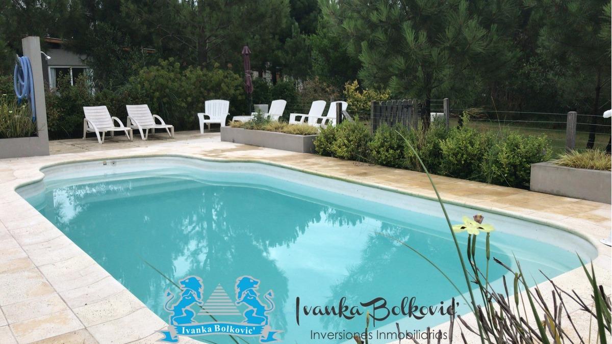 venta casa piscina costa esmeralda barrio  residencial 0037