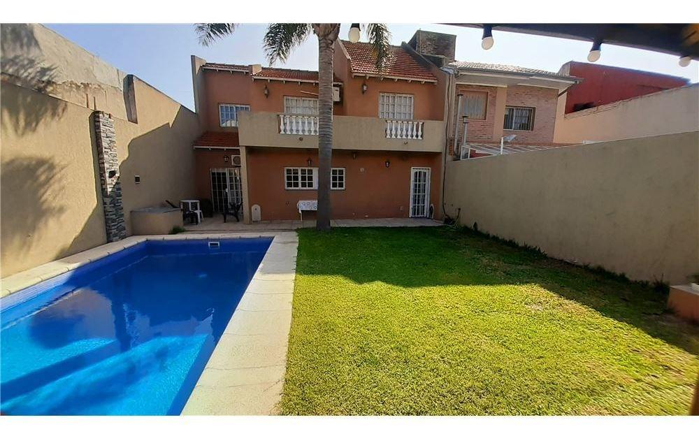 venta casa quilmes  4 amb. con  piscina !
