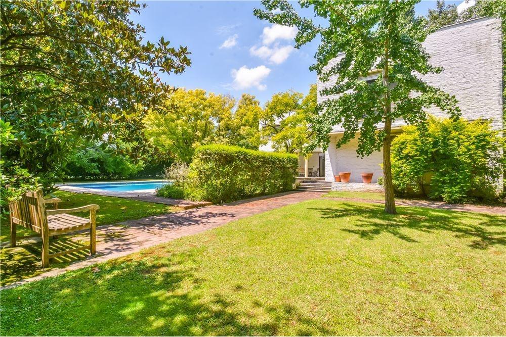 venta casa racionalista- lindisimo lote y jardín