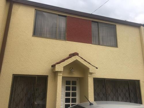 venta casa recien remodelada villa mayor
