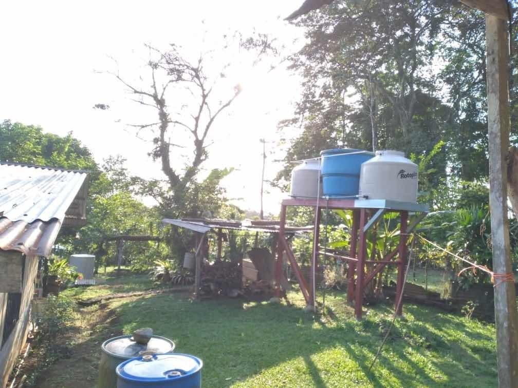 venta casa siquirres amplio lote con árboles frutales