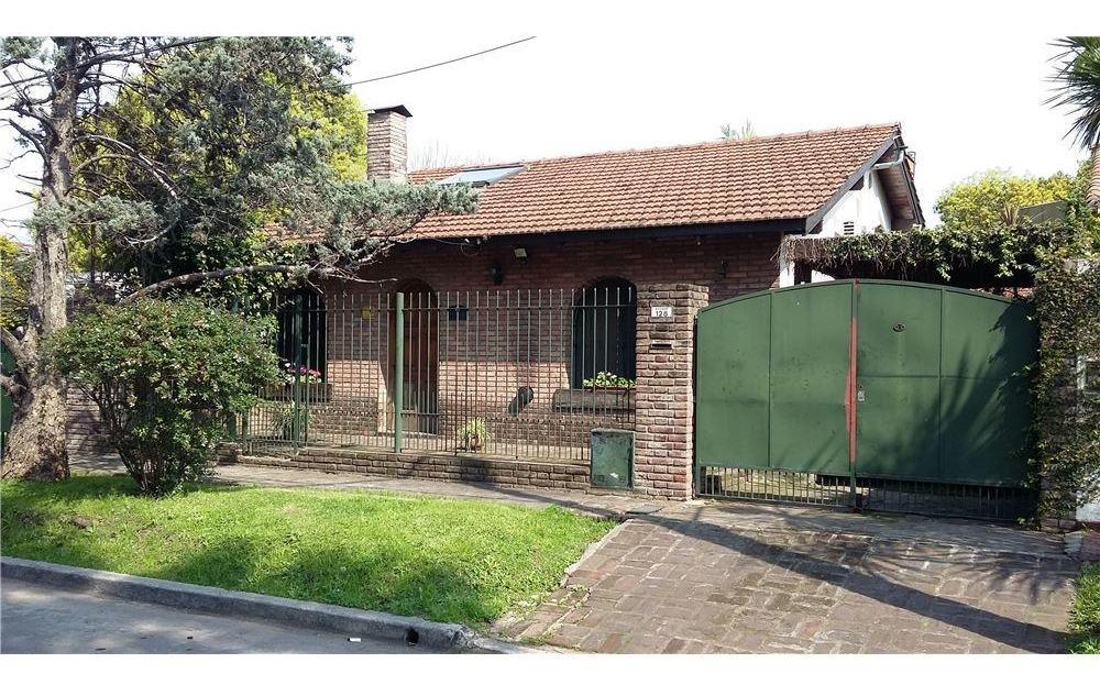 venta casa s.isidro 2 dorm jardin quincho permuta