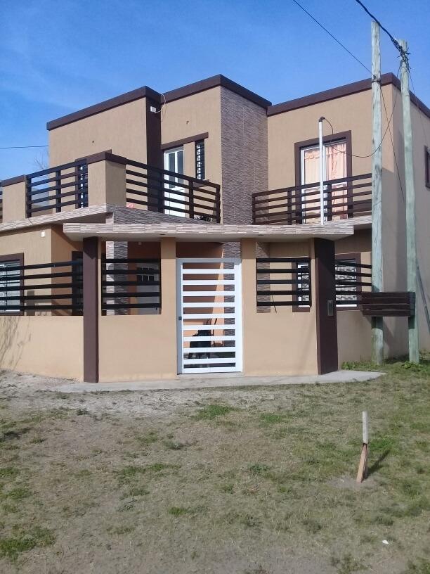 venta casa sobre esquina 77 y 5 mar del tuyu. 6 ambientes