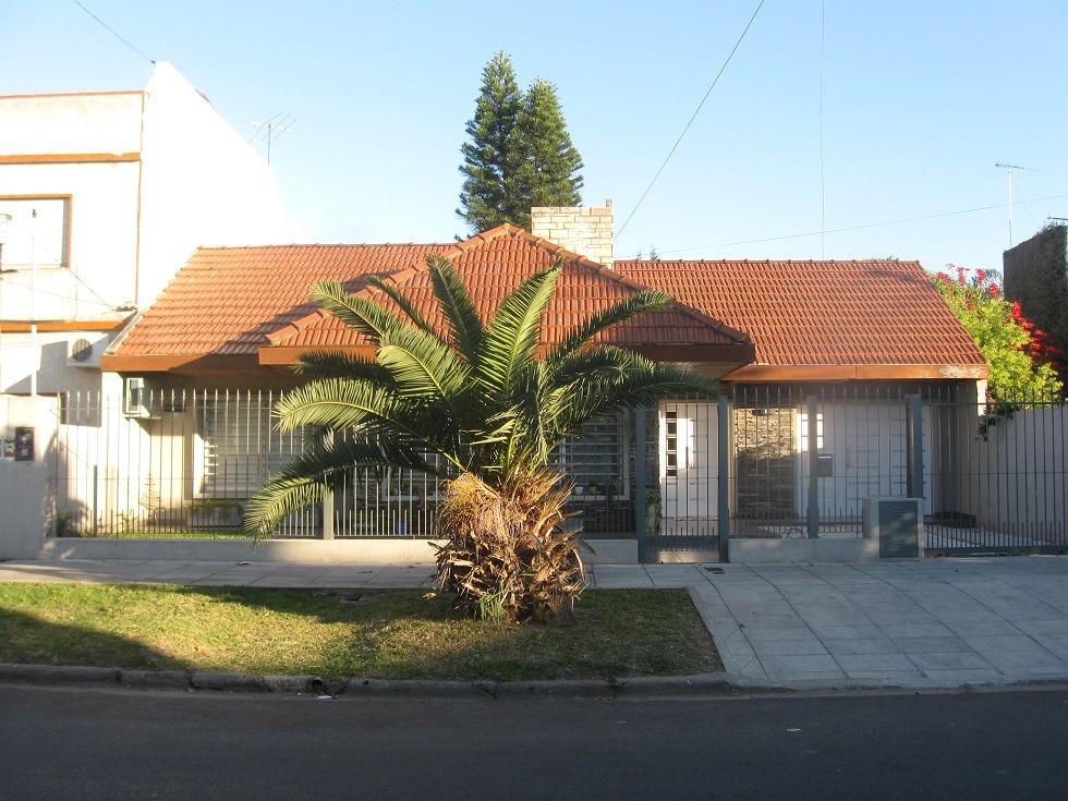 venta casa sobre terreno 12 x 38 mts en una sola planta