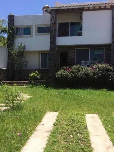 venta casa sola en fraccionamiento zona norte