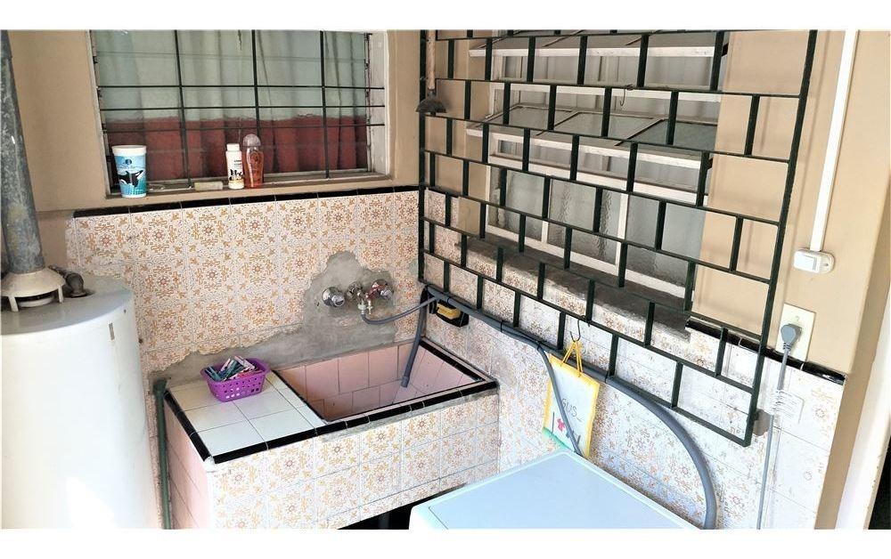venta casa tres ambientes c/cochera/patio quilmes