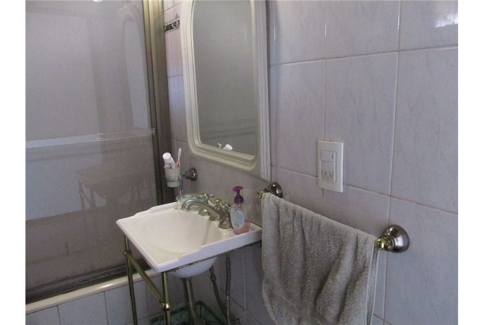 venta casa tres dormitorios con oficinas en pb