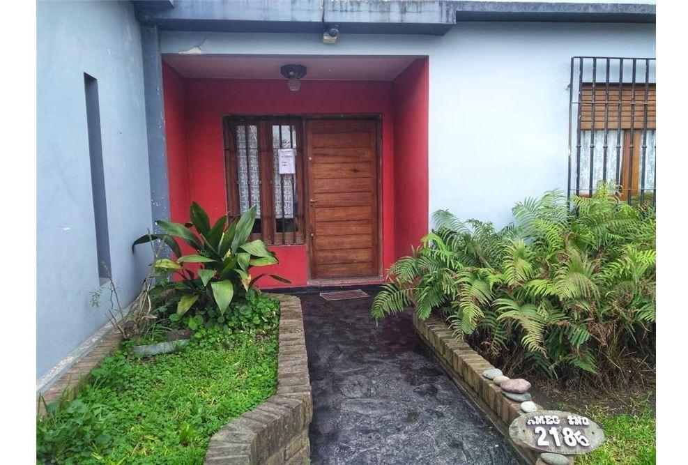 venta casas 4 ambientes c/pileta moreno