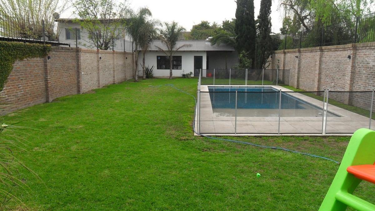 venta chalet 5 amb. con parque y piscina