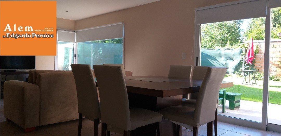 venta chalet bosque peralta ramos- 2 dormitorios- garage quincho- jardin