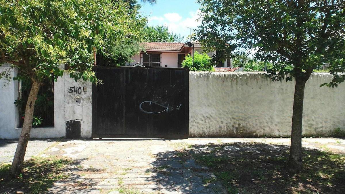 venta chalet con 2 habitaciones garage parque y pileta