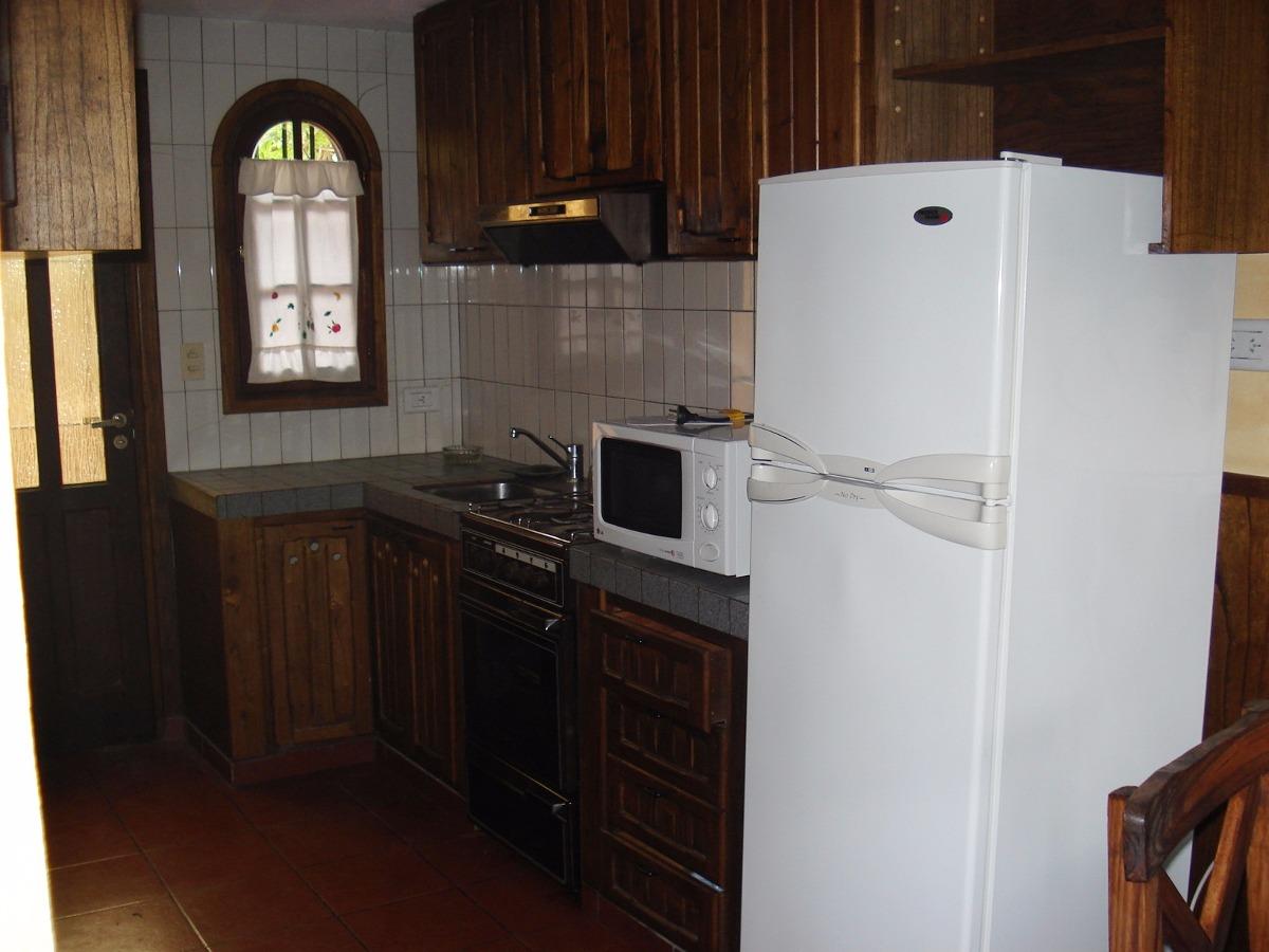 venta chalet de 2 dormitorios villa gesell zona centro