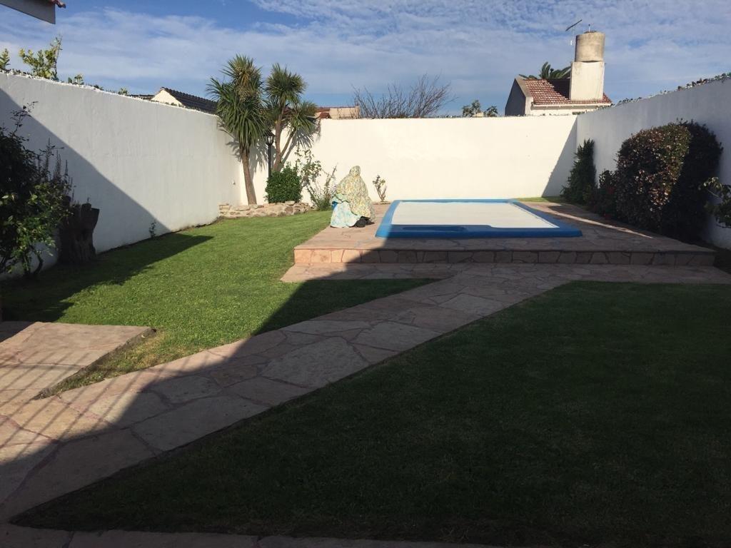 venta chalet en punta mogotes ! lote 10x43 con jardín y piscina!