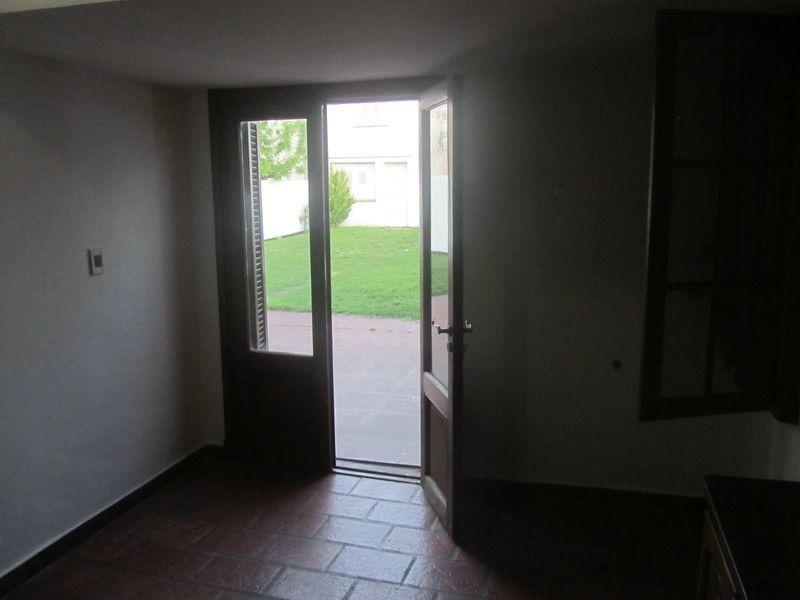 venta chalet estilo vasco o importante lote para emprendimiento edilicio - 3 dorm. y 2 escritorios con amplio parque
