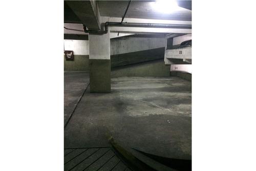 venta cochera fija y cubierta calle moldes