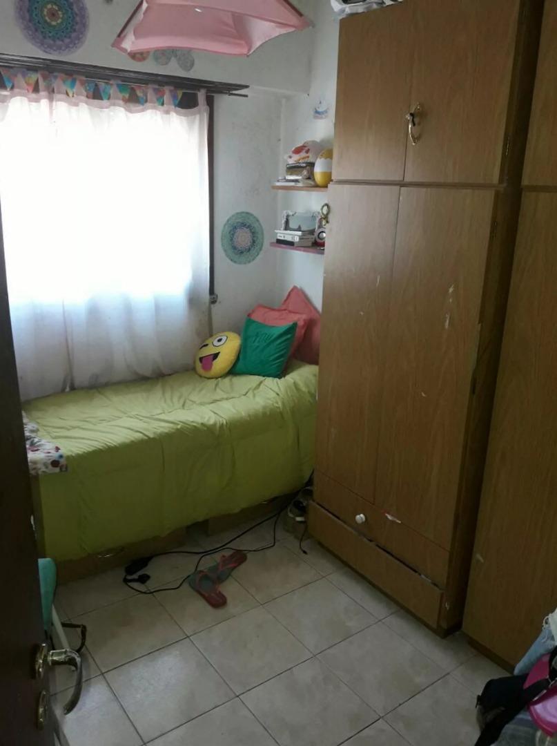 venta con renta casa de 4 ambientes en barrio san cayetano - apto crédito
