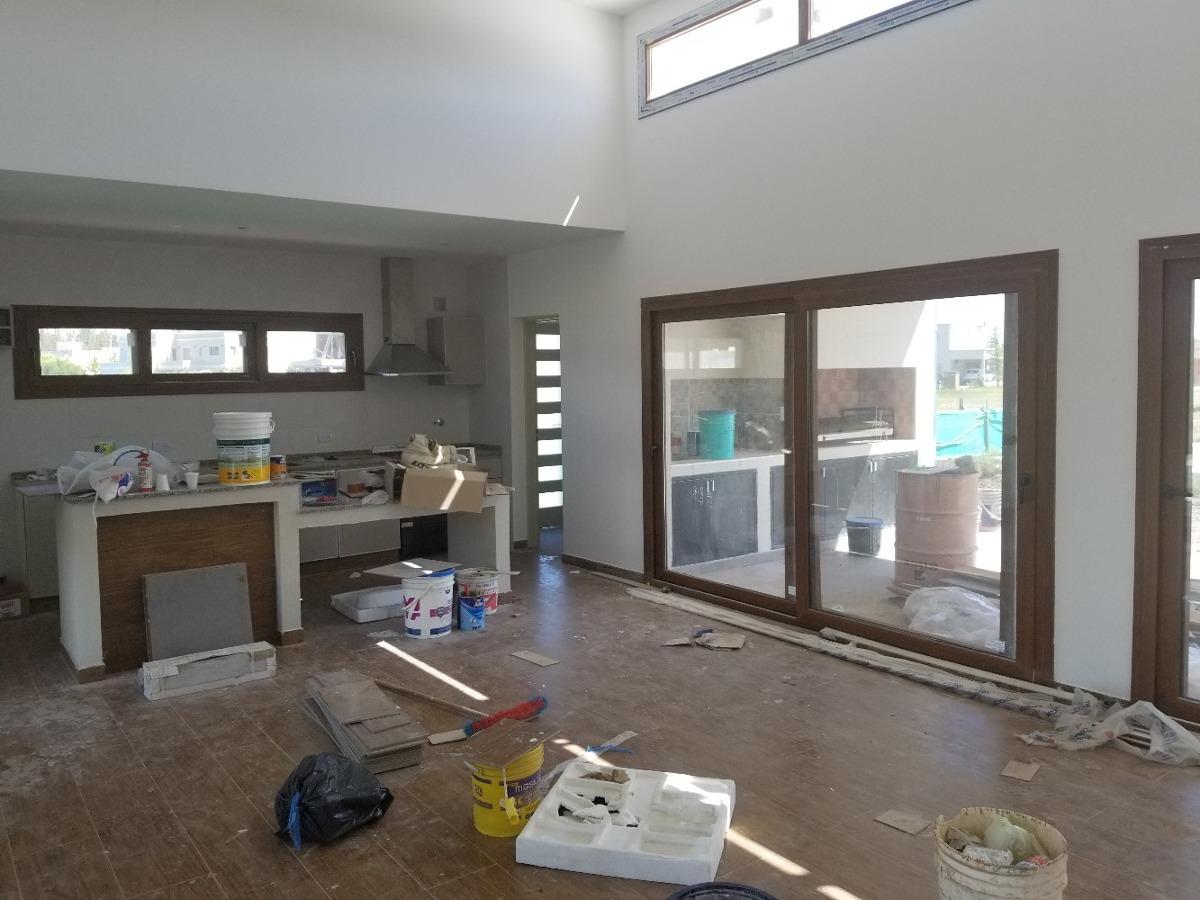venta con renta de casa 4 ambientes don joaquin  canning