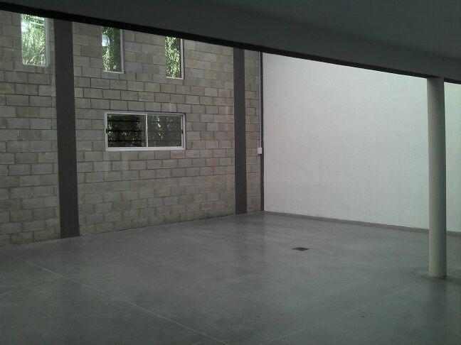venta con renta  en block de galpón y casa  haedo