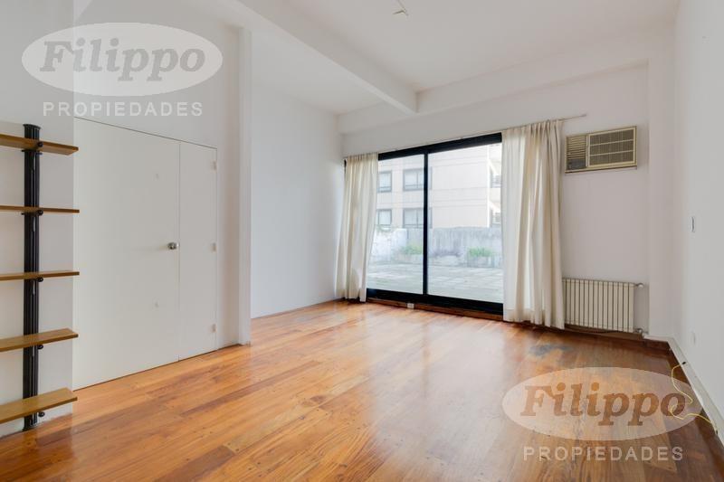venta con renta: hermosa oficina · 100 m2 cub.   40 m2 de patio · cochera