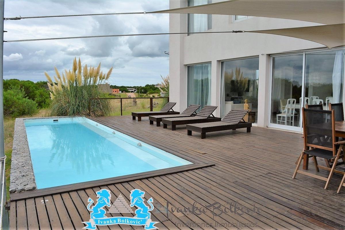 venta costa esmeralda  casa barrio cerrado piscina 0204
