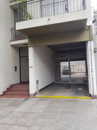 venta de 3 cocheras en edificio bajo a metros de av. maipu