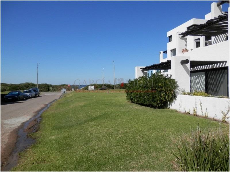 venta de apartamento 2 dormitorios + dependencia en playa brava, punta del este- ref: 1998