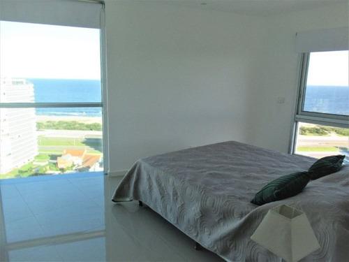 venta de apartamento 3 dormitorios, en playa brava.