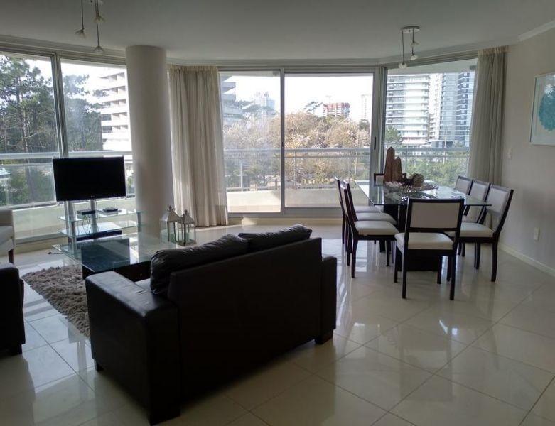 venta de apartamento 3 dormitorios en roosevelt.