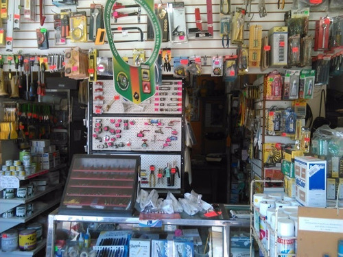 venta de artículos de ferretería y fabricación de puertas