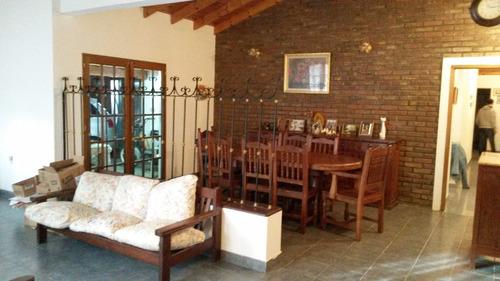 ¿¿venta de casa, 2 dormitorios, con pileta! terreno de 725 m2. mercedes (b)