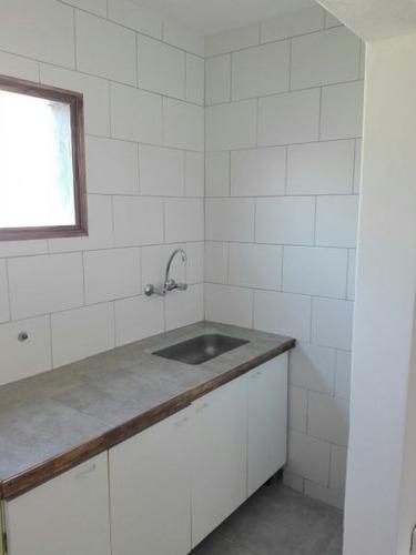 venta de casa 2 dormitorios en los hornos, apto banco.