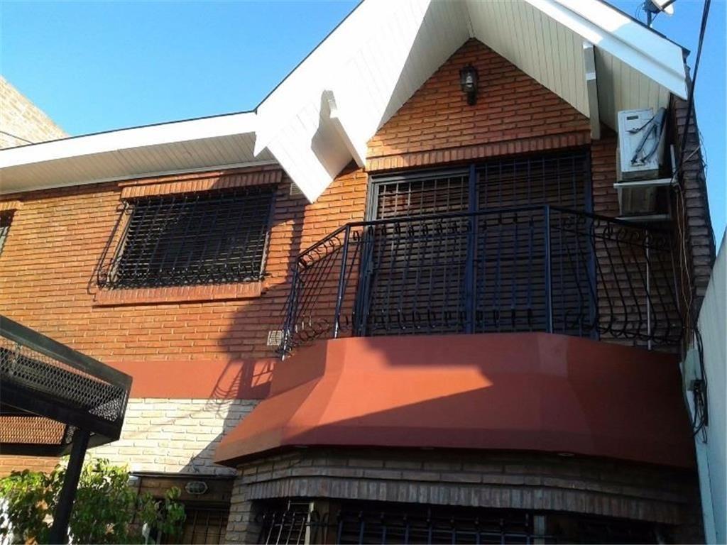 venta de casa 3 ambientes en caseros - apto credito!!!