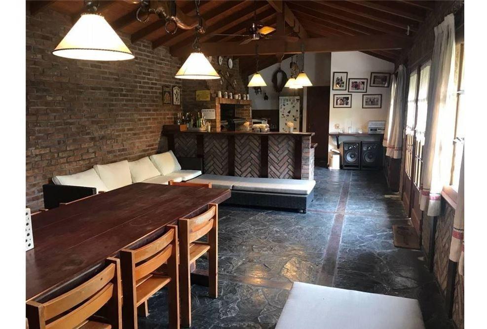 venta de casa 4 ambientes con cochera en quilmes