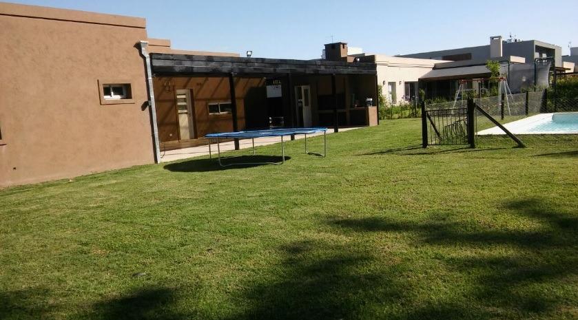 ¿venta de casa 4 ambientes en el barrio buenos aires villag